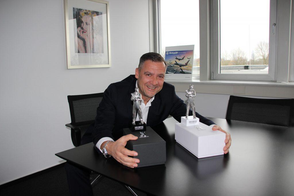 Cyril Freiherr von Recum, Geschäftsführer der BMW EULER GROUP, ist stolz auf die Auszeichnung für das Serviceteam Eckenheim.