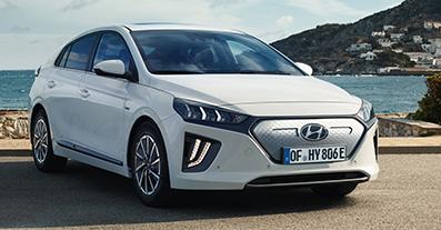 Cyril von Recum ist begeistert von den News der IONIQ-Neuauflage. Überzeugen auch Sie sich im Hyundai-Autohaus der EULER Group. Foto: Hyundai.